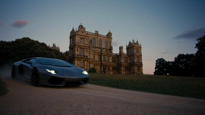 The Lamborghini Aventador of Bruce Wayne in The Dark Knight Rises - Movie Outfits and Products
