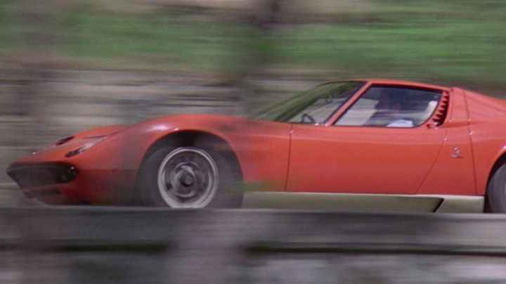 The Lamborghini Miura in The Italian Job - Movie Outfits and Products