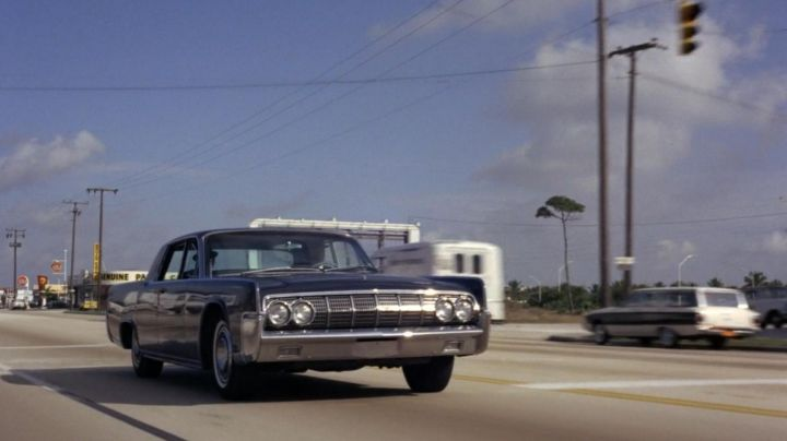The Lincoln Continental which carries Sean Connery in Goldfinger - Movie Outfits and Products