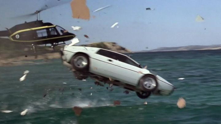 Fashion Trends 2021: The Lotus Esprit of James Bond in The Spy Who Loved Me