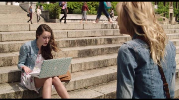 The MacBook Pro 15 Apple seen in the Friend Request - Movie Outfits and Products
