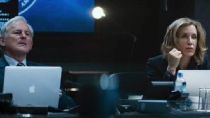 The MacBook Pro 15, Apple's Vice-President of the United States (Victor Garber) in the Big Game - Movie Outfits and Products