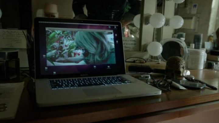 The Macbook Pro 15 Retina seen in Birdman - Movie Outfits and Products