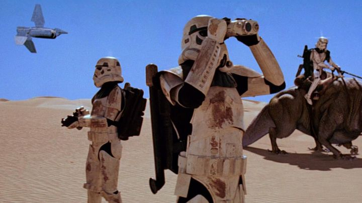 The Macrobinoculars Stormtrooper in Star Wars IV : A New Hope - Movie Outfits and Products