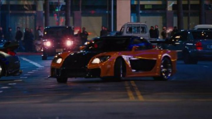 The Mazda RX-7 of Han (Sung Kang) in Fast & Furious 6 - Movie Outfits and Products