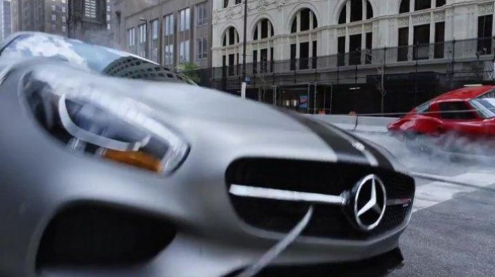 The Mercedes-AMG GT Coupe Roman Pierce (Tyrese Gibson) in Fast & Furious 8 - Movie Outfits and Products