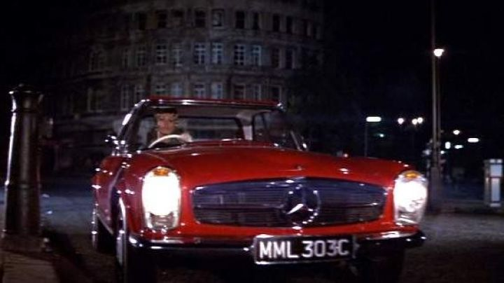 The Mercedes-Benz 230 SL W113 1965 Yasmin Azir (Sophia Loren) in Arabesque