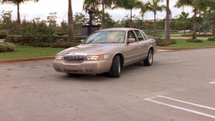The Mercury Grand Marquis agent Bilkins (Thom Barry in 2 Fast 2 Furious - Movie Outfits and Products