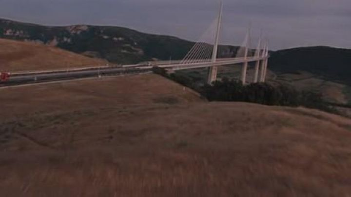 The Millau viaduct in The holidays of Mr Bean - Movie Outfits and Products
