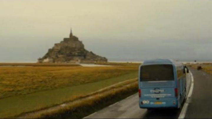 The Mont Saint-Michel in A week on two (Mathilde Seigner and Bernard Campan ) - Movie Outfits and Products