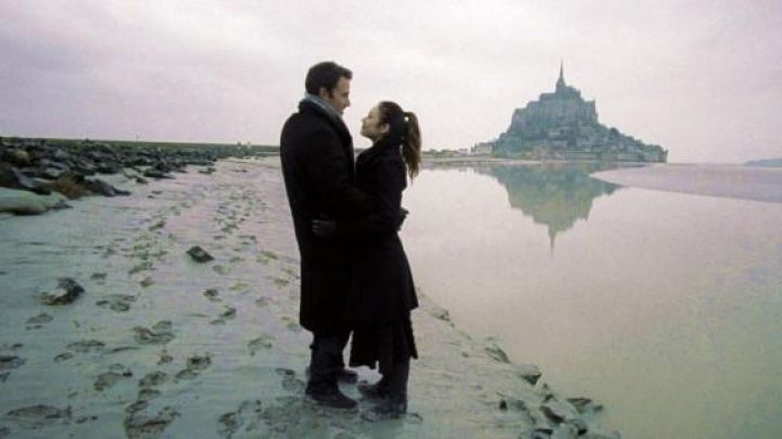 The Mont Saint-Michel in to the Wonder (Ben Affleck and Olga Kuylenko) - Movie Outfits and Products