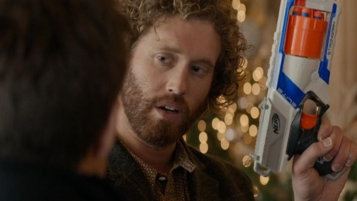 The Nerf gun Elite Clay Vanstone (T. J. Miller) in Happy Mess (Office Christmas Party) - Movie Outfits and Products
