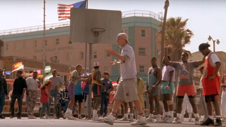 Fashion Trends 2021: The Nike Air Command Force Billy Hoyle (Woody Harrelson) in white not know how to jump