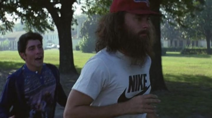 The Nike t-shirt from Forrest Gump (Tom Hanks) in Forrest Gump movie
