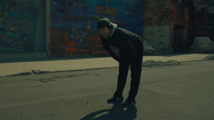 The Nike vintage running Abel Morales (Oscar Isaac) in A most violent year movie