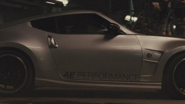 The Nissan 370Z of Gisele Harabo (Gal Gadot) in Fast & the Furious 5 - Movie Outfits and Products