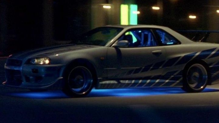 The Nissan Skyline GT-R of Paul Walker in 2 fast 2 Furious - Movie Outfits and Products