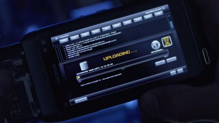 The Nokia N8 seen in Tron Legacy - Movie Outfits and Products