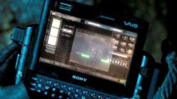 The Notebook Vaio of John Conor (Christian Bale) in Terminator salvation - Movie Outfits and Products