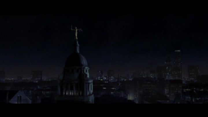 Fashion Trends 2021: The Old Bailey in V for Vendetta