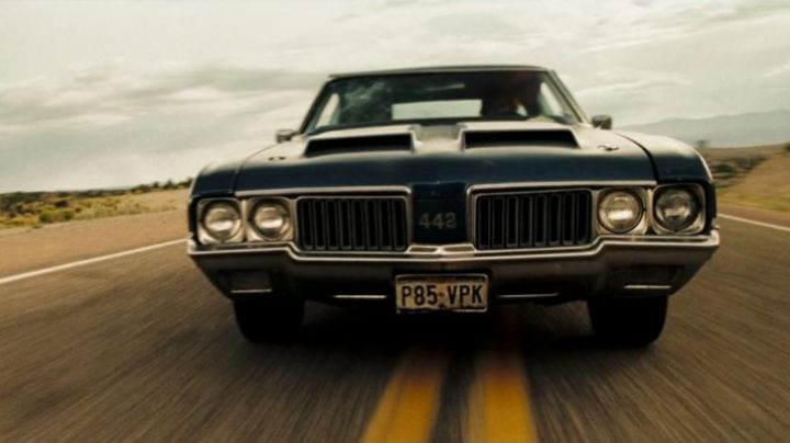 The Oldsmobile 442 of Zachary Knighton in The Hitcher - Movie Outfits and Products