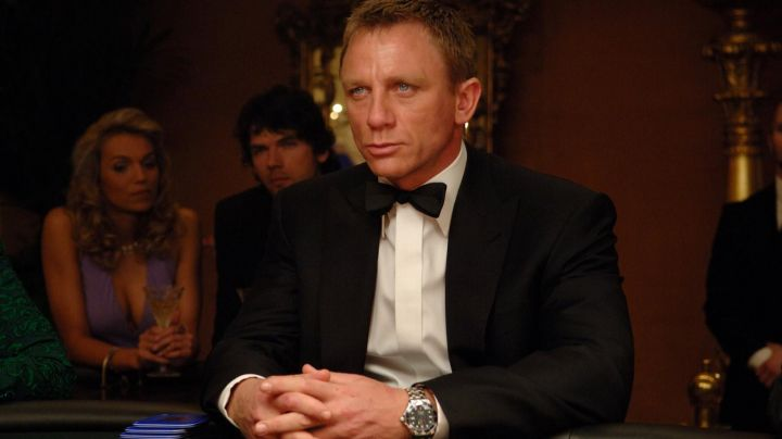 The Omega watch Seamaster Planet Ocean James Bond (Daniel Craig) in Casino Royale - Movie Outfits and Products