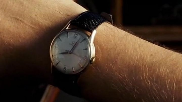 The Omega watch vintage by Sebastian (Ryan Gosling) in the The Land - Movie Outfits and Products