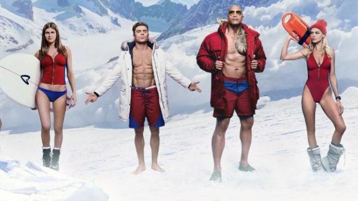 """The Parka white Matt Brody (Zach Efron) for the photo promo """"Summer is coming"""" Baywatch movie"""