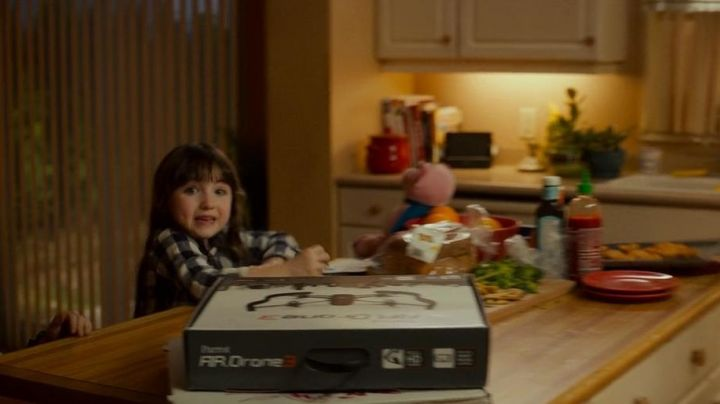 The Parrot AR Drone 3 in Poltergeist - Movie Outfits and Products