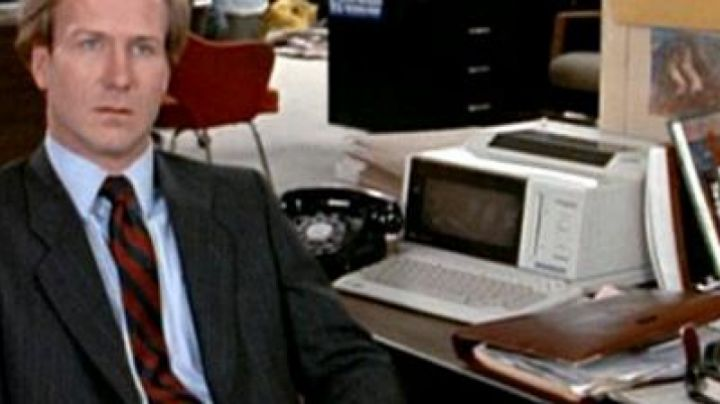 The Philips Videowriter 250 to Jane Craig (Holly Hunter) in Broadcast News - Movie Outfits and Products