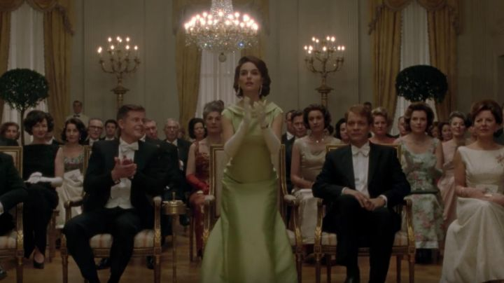 The Piaget oval yellow gold Jackie Kennedy (Natalie Portman) in Jackie movie