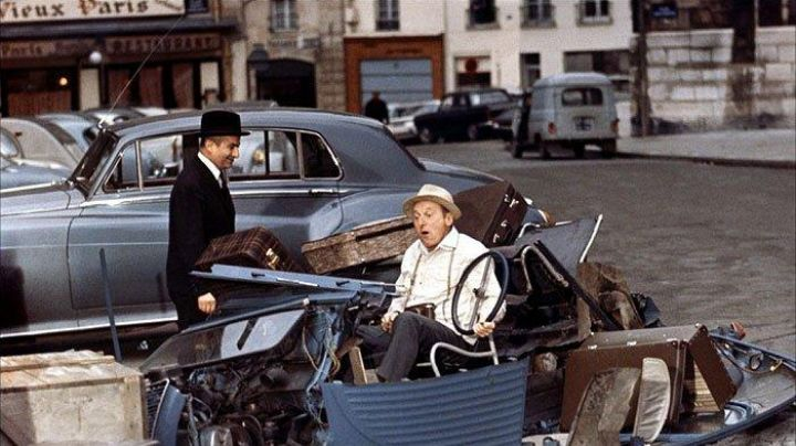 The Place of the Pantheon in Paris, the venue of the illustrious scene of the accident between Bourvil and Louis de Funès in Le Corniaud - Movie Outfits and Products
