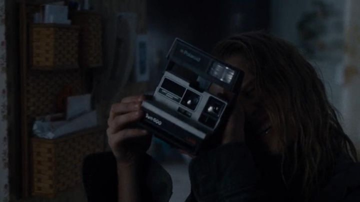 The Polaroid camera Sun 600 in Warm Bodies - Movie Outfits and Products