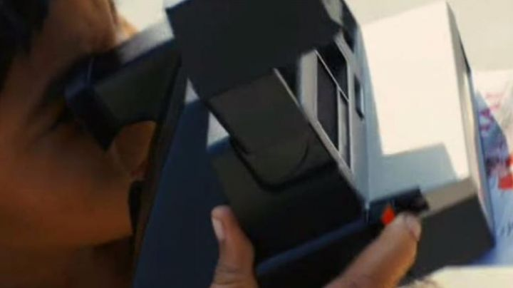 The Polaroid camera of Jamal in Slumdog Millionaire - Movie Outfits and Products