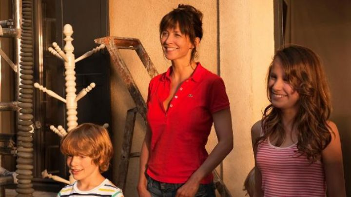 The Polo red Charlotte Posche (Sophie Marceau)in A happiness never arrives alone - Movie Outfits and Products