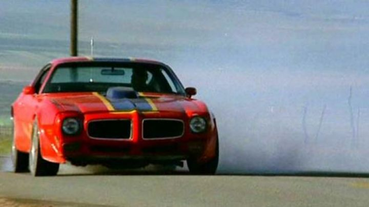 The Pontiac Trans Am of David Carradine in Cannonball - Movie Outfits and Products