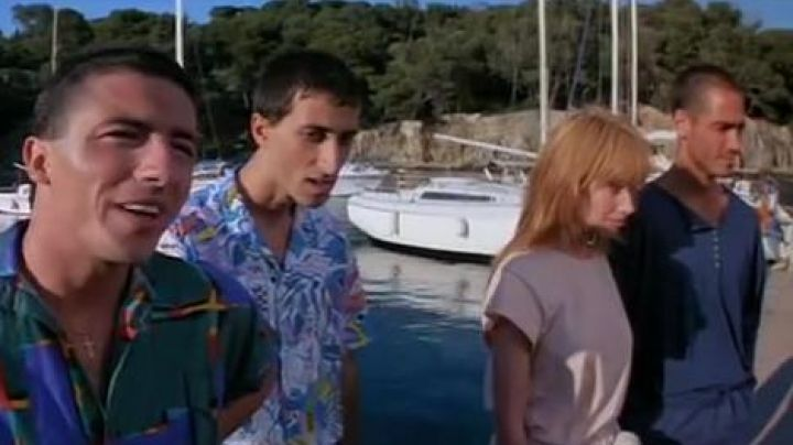 The Port of Niel in Hyères in The Big Blue of Luc Besson - Movie Outfits and Products