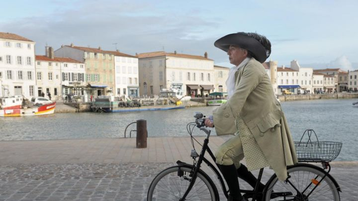 The Port of Saint Martin de Ré Island in Alceste a bicyclette (Fabrice Luchini) - Movie Outfits and Products