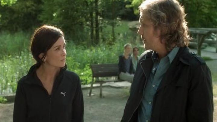 Fashion Trends 2021: The Puma track jacket, Laura (Jenifer Bartoli) in Be told not to