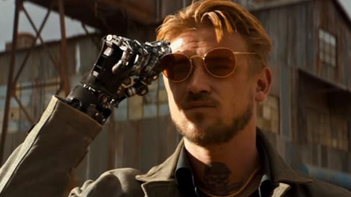 The Ray-Ban sunglasses Donald Pierce (Boyd Holbrook) in Logan - Movie Outfits and Products