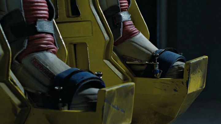 "The Reebok Alien Stomper"" of Ellen Ripley (Sigourney Weaver) in Aliens, the return - Movie Outfits and Products"