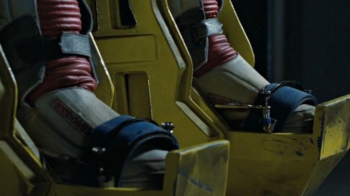The Reebok Alien Stompers Ripley (Sigourney Weaver) in Aliens the return - Movie Outfits and Products