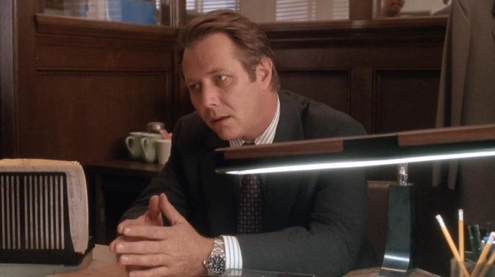 The Rolex watch Agent Maguire (J. T. Walsh) in Tequila Sunrise - Movie Outfits and Products