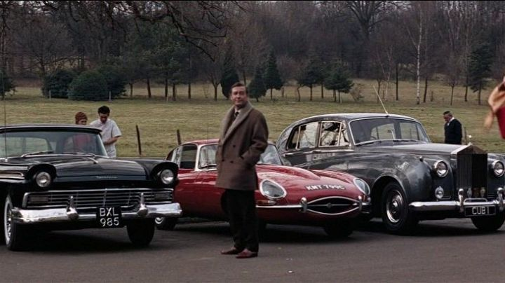 The Rolls-Royce Silver Cloud II in Thunderball - Movie Outfits and Products
