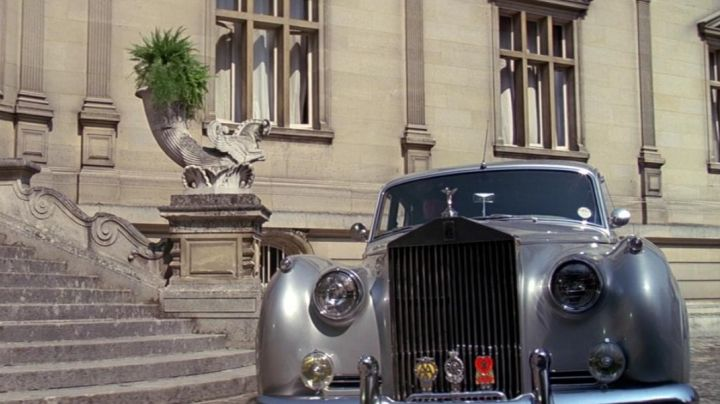 The Rolls Royce Silver Cloud II of Roger Moore in A View to a Kill - Movie Outfits and Products