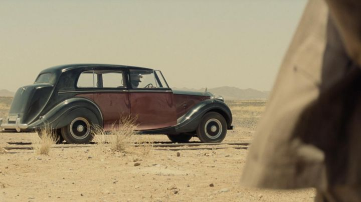 The Rolls-Royce Silver Wraith (1948) in Spectre - Movie Outfits and Products