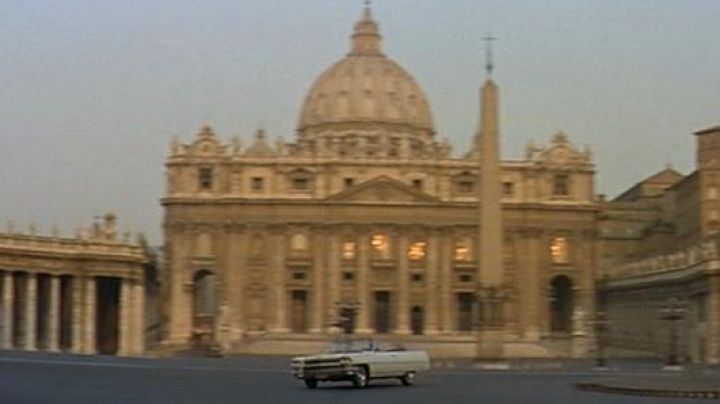 The Saint Peter's Square in the Vatican in Rome, The Corniaud - Movie Outfits and Products