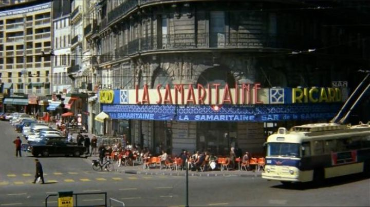 The Samaritan woman Quai du port in Marseille in the French Connection - Movie Outfits and Products