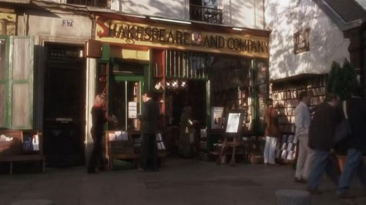 The Shakespeare and company in the movie Before sunset - Movie Outfits and Products
