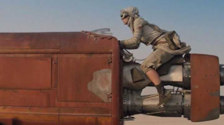 The Shoes of Rey (Daisy Ridley in Star Wars 7 : The awakening of the Force - Movie Outfits and Products